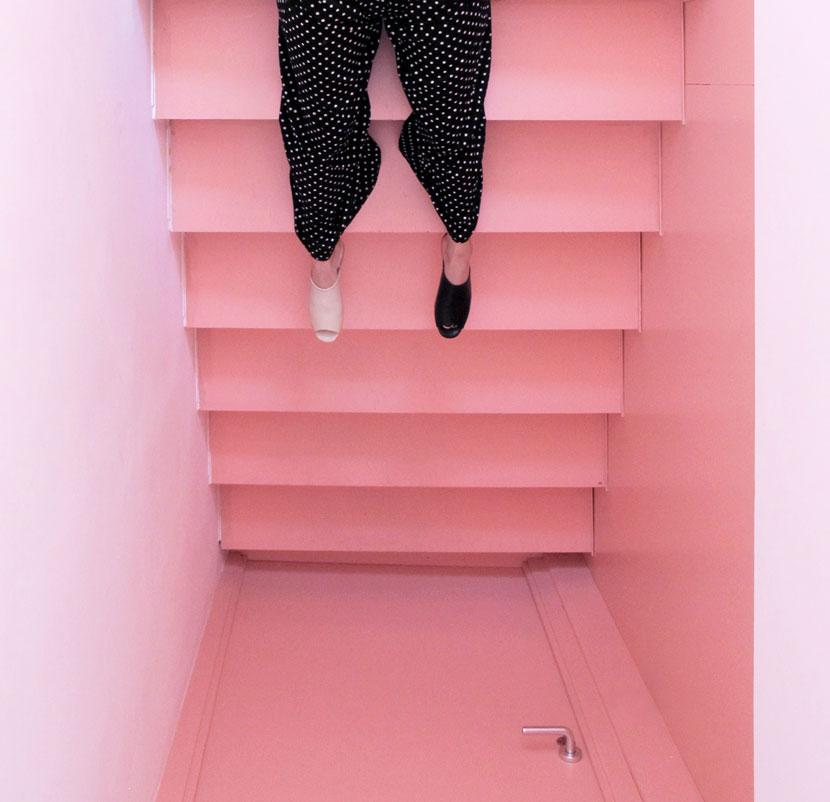 nanaubach-image-alnitak-black-stairs_baja